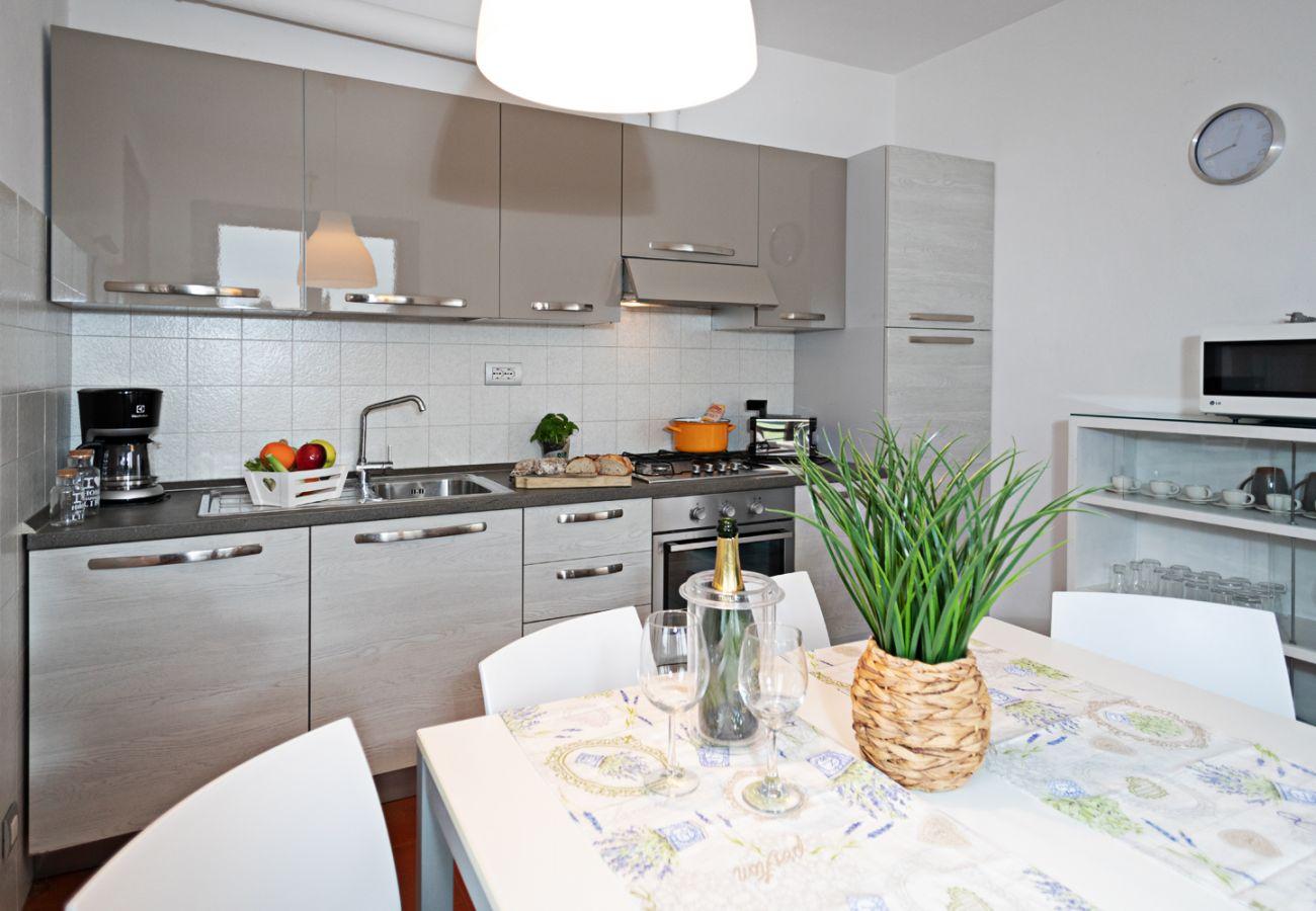 Villa a Lazise - Regarda - Villa Valesana con 3 camere, 2 bagni, giardino e piscina