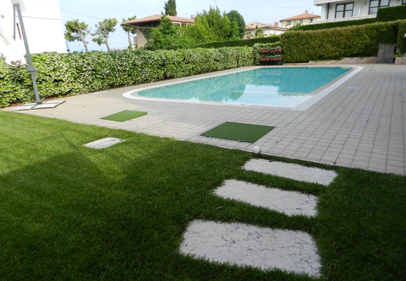 Appartamento a Lazise - Regarda - moderno trilocale Promenade a Lazise con giardino e piscina